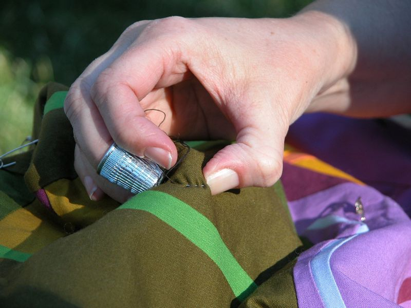 Friday night Picnic in the Park- Tonya teaches the finer points of hand quilting without a hoop (4)