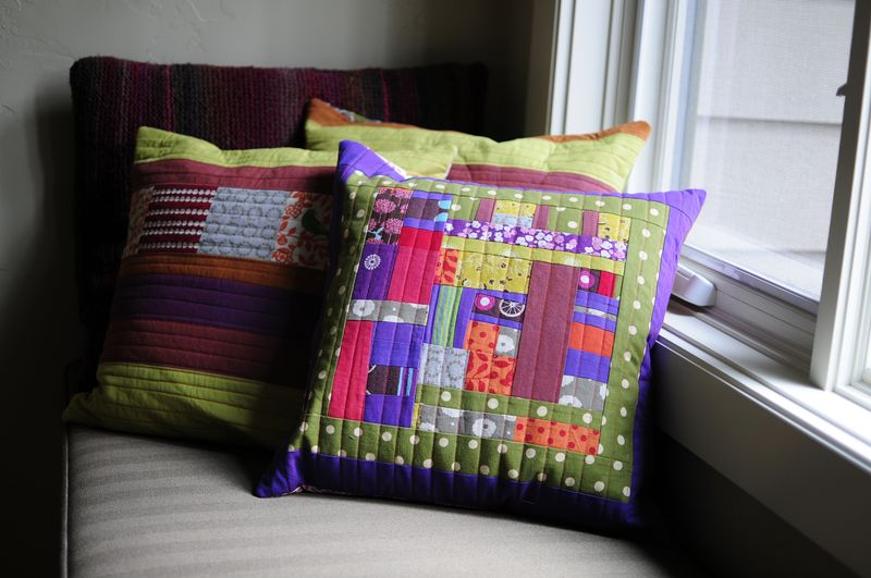 Modern Button Back Pillows (12)